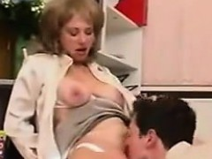 Порно дрочит мужик