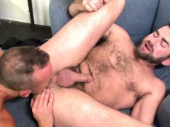 pro-performs-for-cumshot