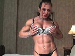 monica-martin-shows-her-muscular-physique