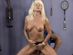 muscle-mom-sex-at-the-gym