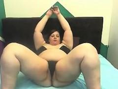 Bbw rubs her tits