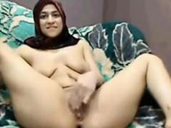 arab bitch rubbingher muffin