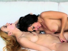teen-dyke-eats-wet-pussy-of-mothers-friend