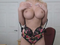 busty-blonde-cougar-fucks-her-wet-cunt