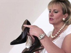 Cheating English Milf Lady Sonia Reveals Her Enormous Balloo