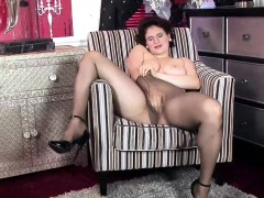 Horny Babe Knows How To Fuck Her Pussy.