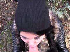 Видео девочки трахают страпоном парней