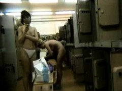 amateur-girls-unaware-of-locker-room-spy-camera