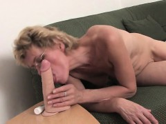 amateur-blonde-mother-and-her-toy-rita