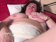 joey-mature-bbw-mom-with-unshaved-pussy