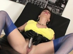 adulterous-british-mature-lady-sonia-presents-her-large-boob