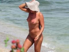 sex-on-the-beach-amateur-nudist-voyeur-milfs