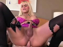 Tgirl Nicoly Sanchez Sucks Dick