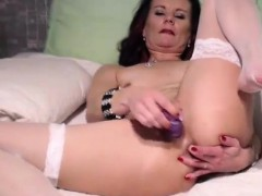 beauty-hot-mature-pussy-toying
