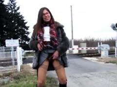 amateur-hairy-outdoor-public-flash-lawanna