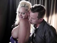 woman-of-street-alena-croft-get-massage-sex