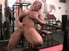 female-muscle-blonde-rubs-her-big-clit