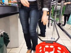 granny-pumps-and-very-sexy-jeans