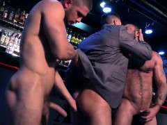 muscle-gays-threesome-and-facial