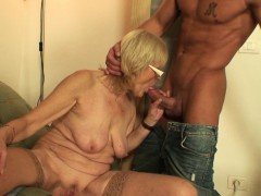 fucking-old-girlfriends-mother-pussy-on-the-table