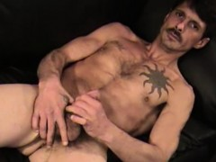 mature-amateur-david-jerks-off