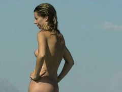 hot-nude-girl-was-easily-spied-by-the-beach-voyeur-hunter