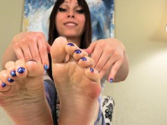 foot-teasing-tranny-rubbing-her-feet-with-oil