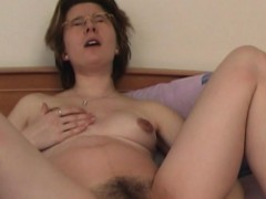 mature-with-glasses-fills-up-her-love-tunnels