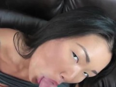 asian-girlfriend-gives-head-and-bangs-hard