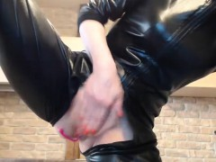 milf-liandra-fingering-her-hairy-cunt