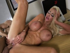Nicolette Shea In The New Girl Episode