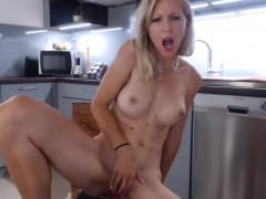 sensual-blonde-camgirl-in-homemade-scene