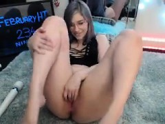 horny-babe-easy-orgasm-masturbate-on-webcam