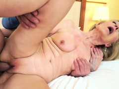 szuzanne-getting-her-old-cunt-banged-deeply-by-leslie-taylor