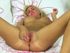 British Mom Fingering Herself