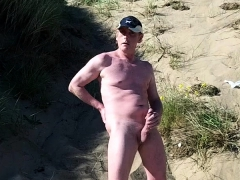 naked-exhibitionist-on-the-beach