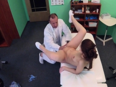 gal-made-perv-doctor-to-fuck-her-in-hospital