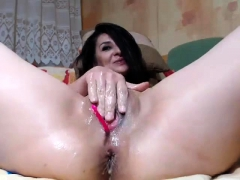 solo-bitch-hotly-fingering-her-cunt