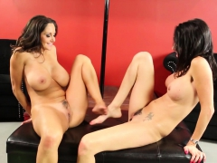 Ava And Dava Decide To Give Each Other X-rated Lap Dances