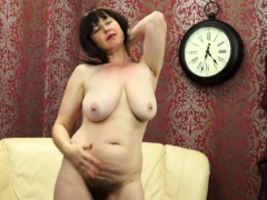 hairy-mom-janey-fingering-herself