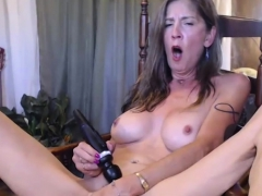 hot-sexy-busty-camwhore-toying-her-inviting-cooter-hitachi