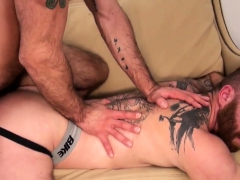 Tattooed Ginger Cums After Bareback Analsex