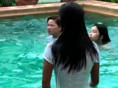 sexy-thai-girls-in-pool