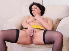 euro-milf-nicol-does-a-slow-striptease-and-plays