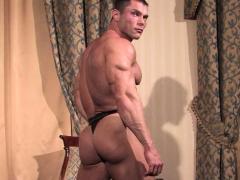 muscle-bodybuilder-rimjob-with-cumshot