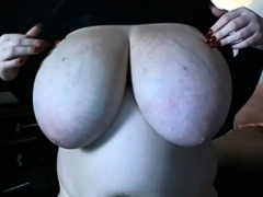 bbw-dancing-with-her-boobs