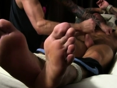 licking-college-boy-feet-and-foot-fetish-gay-twinks-first