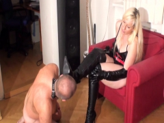 bizarrlady-jessica-order-slaves-to-lick-her-boots-clean