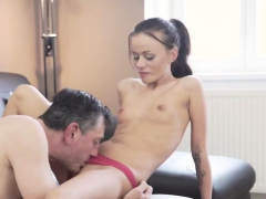 young-russian-beauty-xxx-tina-met-her-boychum-at-a