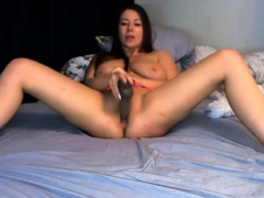 a bisexual babe who loves pleasures gets live